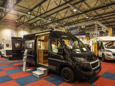 Camping kann auch modern und äußerst komfortabel sein, wie dieser ausgebaute Van beweist
